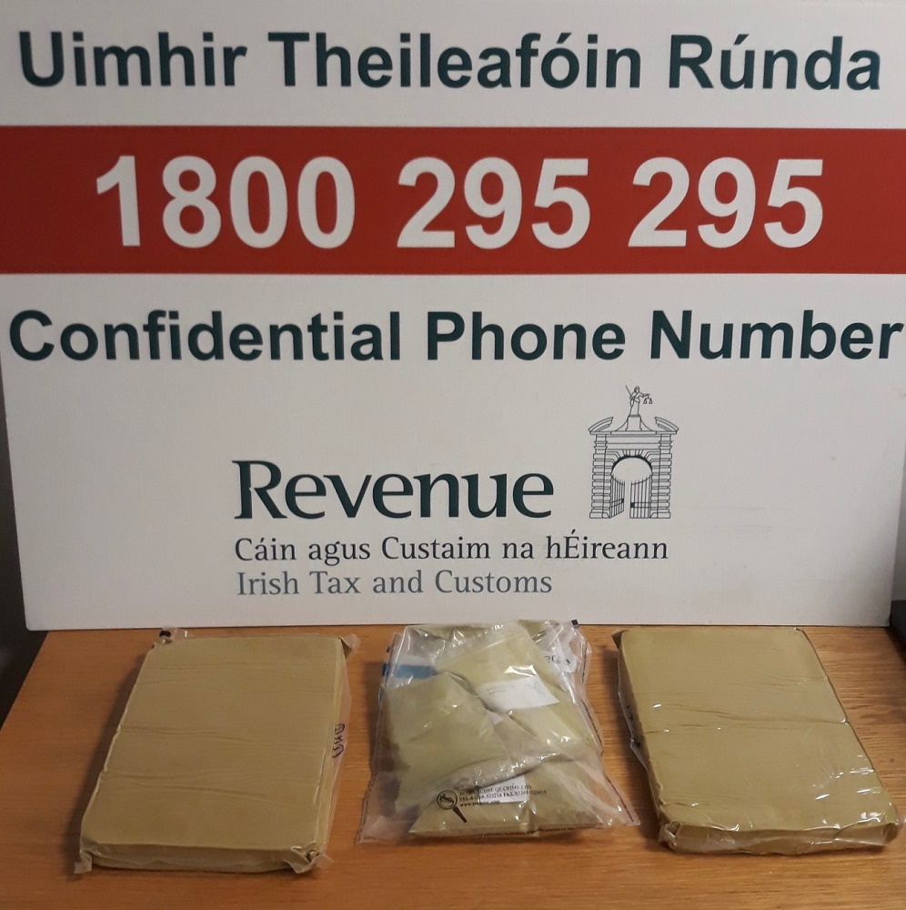The first package contained over 0.5kg of Kratom in loose powder form and the second contained two 1kg vacuum packed blocks of the drug